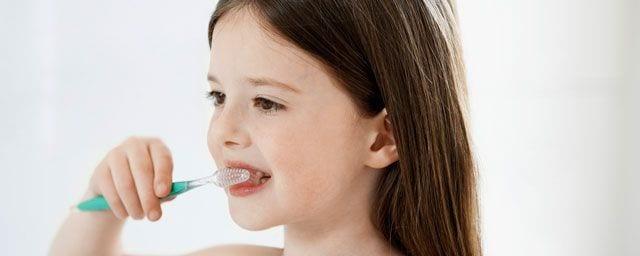 Die richtige Pflege von Milchzähnen und bleibenden Zähnen bei Kindern